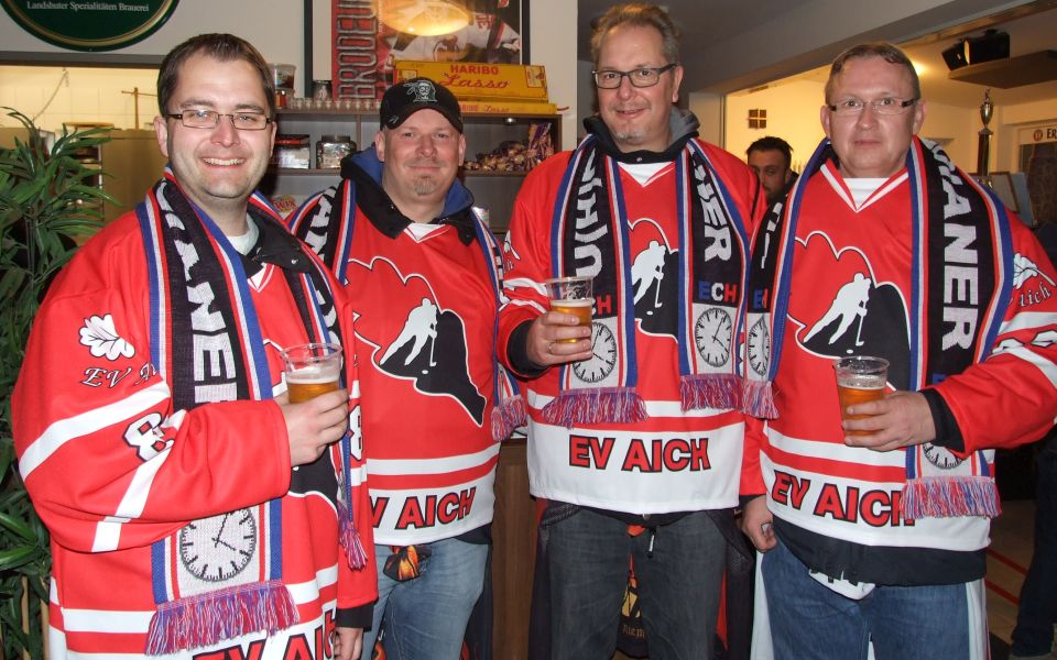 Extra angereist aus dem Norden Deutschlands: Fans des EC Hannover zu Gast beim EV Aich