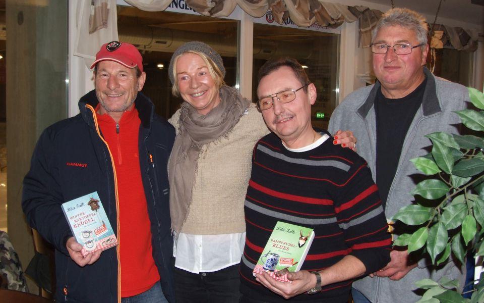 Die Gewinner der Buchpreise zusammen mit Bestsellerautorin Rita Falk